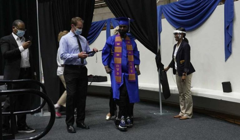 Football Player Who Paralyzed Since 12 Years Walked For The First Time At His College Graduation Receive His Degree